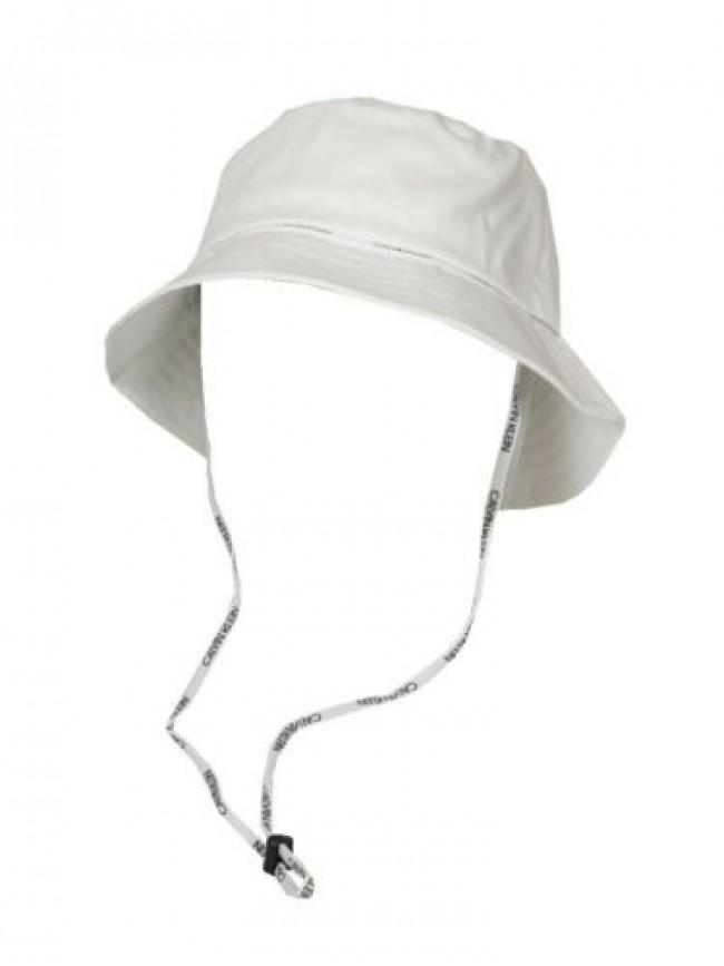Cappello morbido con tesa e cordino regolabile CK CALVIN KLEIN articolo KU0KU000
